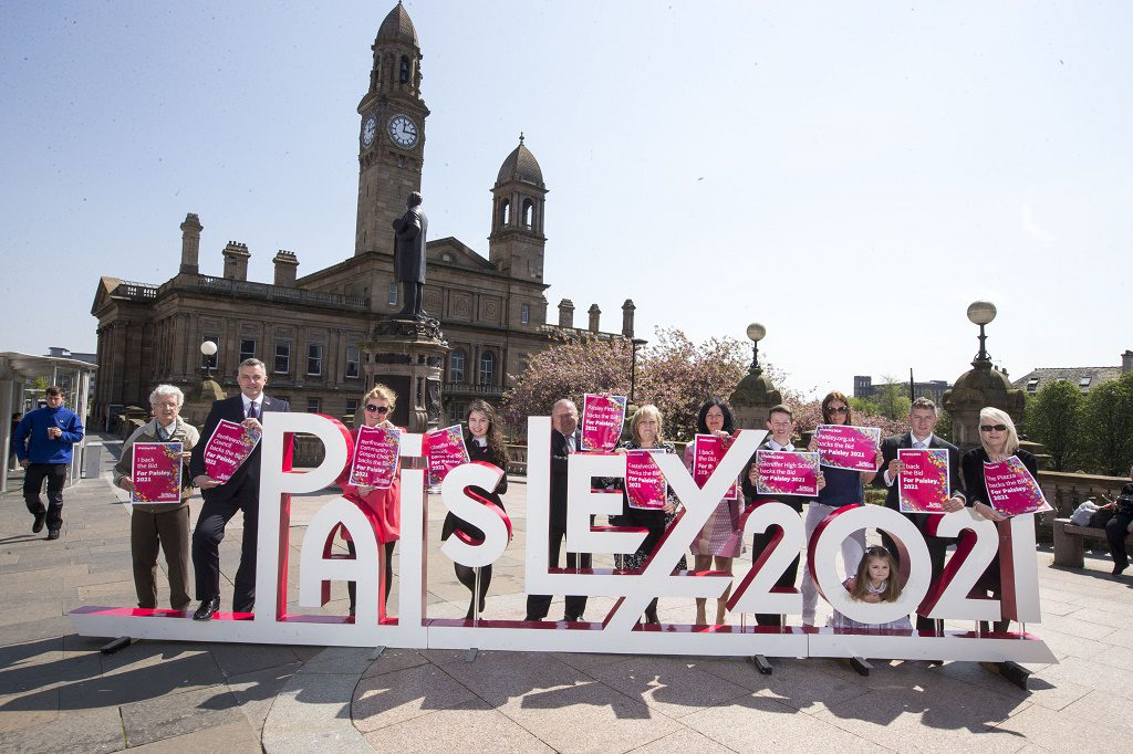 12/05/16.... PAISLEY TOWN CENTRE....... public launch of the For Paisley 2021 campaign Ð a major drive to get local residents and businesses to show their support for the townÕs UK City of Culture 2021. Councillor Mark Macmillan, chair of the Paisley 2021 partnership board;  - Jean Cameron, Paisley 2021 Bid Director Mark Macmillian, Tommy Mcgory, Danielle Caira, Maureen Hill, Linda Nutini, Ian Henderson, Andrew Mitchell, Fiona Smith, Scott Glassford, Katie Finnin