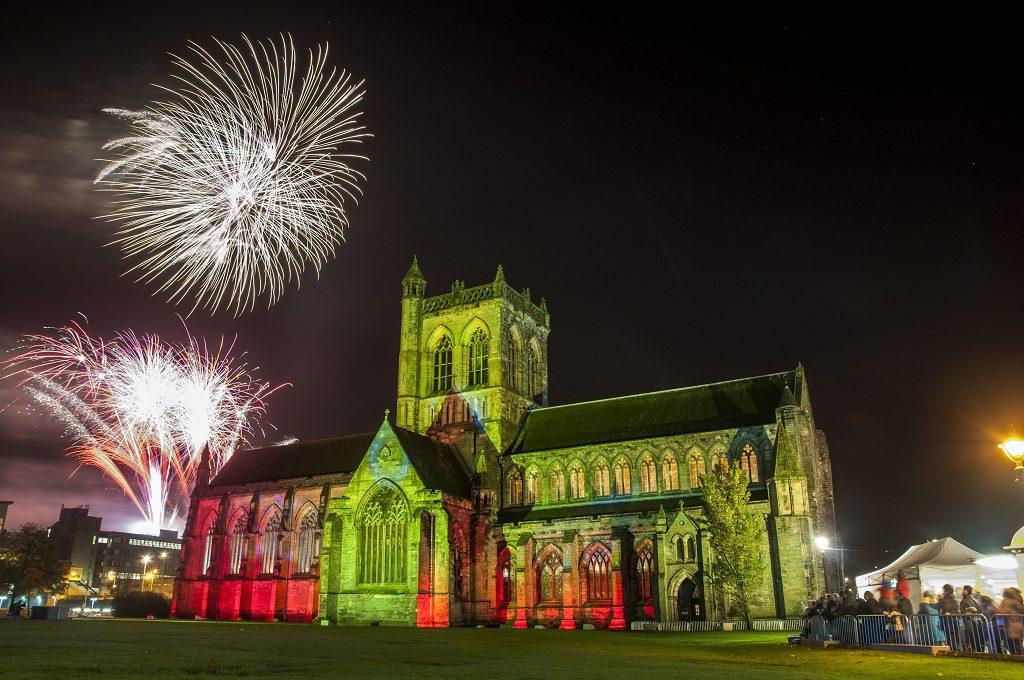 Paisley-abbey-fireworks-20152