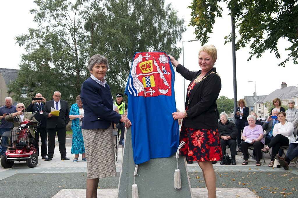 Sheila Harper, daughter of pilot Captain Barclay, and Renfrewshire's Provost Anne Hall unveil the restored monument
