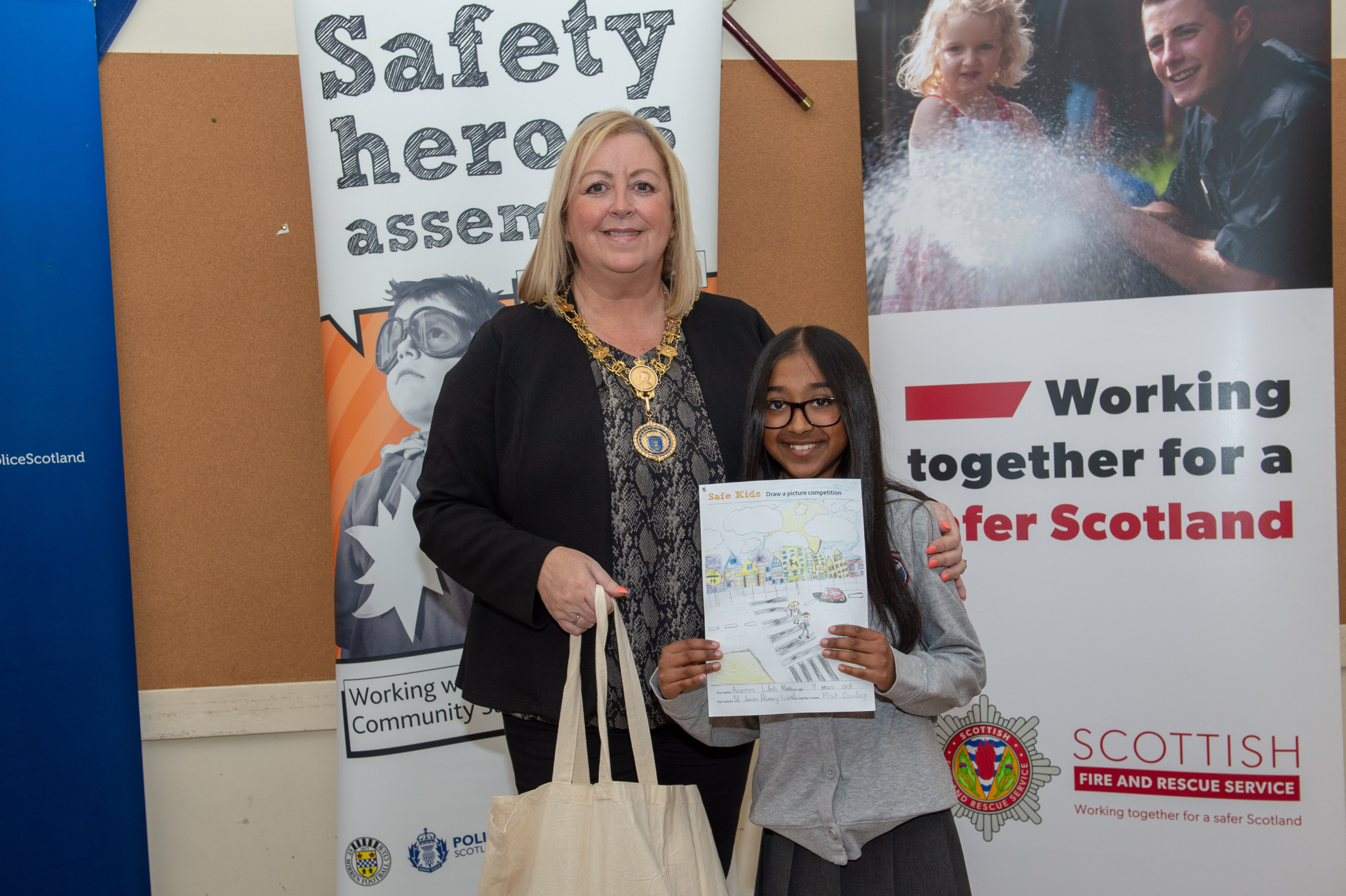 Renfrewshire's Provost Lorraine Cameron with Aneesa Lilah Maan - St James Primary