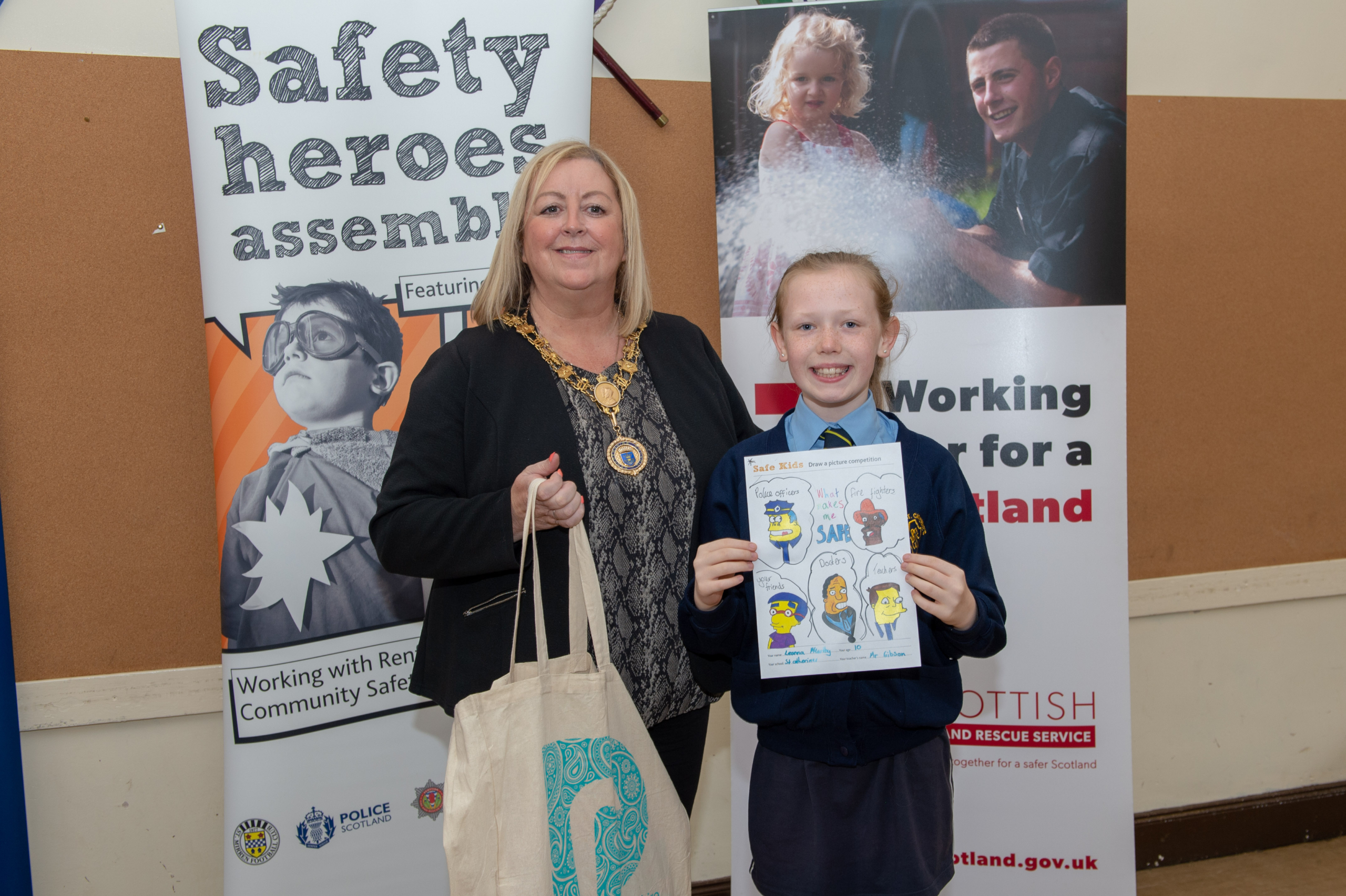 Renfrewshire's Provost Lorraine Cameron with Emma Donaghy - St Anne's Primary