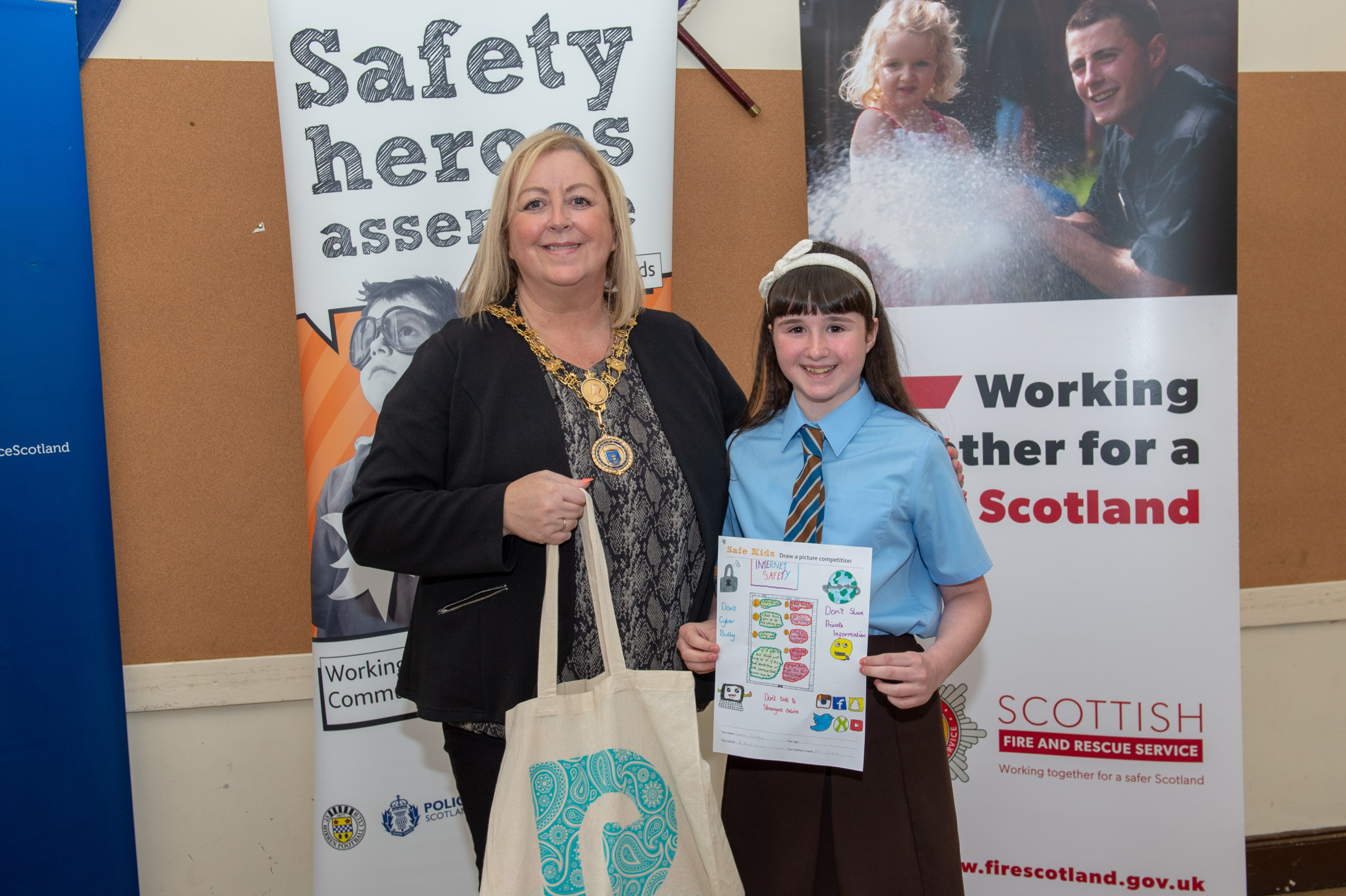 Renfrewshire's Provost Lorraine Cameron with Leanna McCarthy, St Catherine's Primary