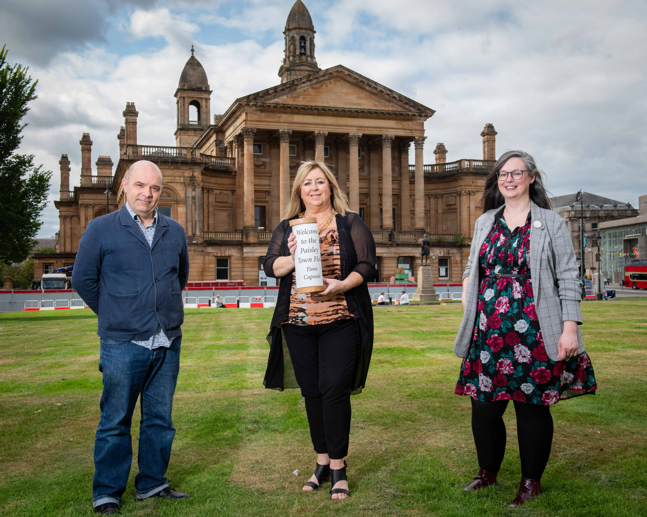 Artist Kevin Cameron, Provost Lorraine Cameron and Councillor Lisa-Marie Hughes outside Paisley Town Hall