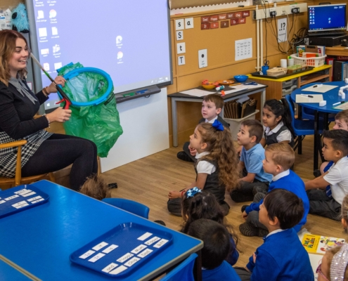 Emma McCrystal talking to P1 pupils at West Primary (1)